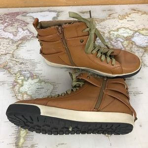 Bamboo 7.5 Side Zip High Tops Buckle Detail